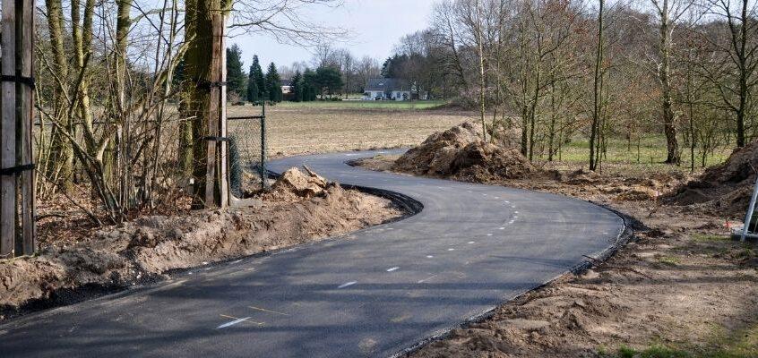 Opening fietspad en ontsluitingsweg Kuukven